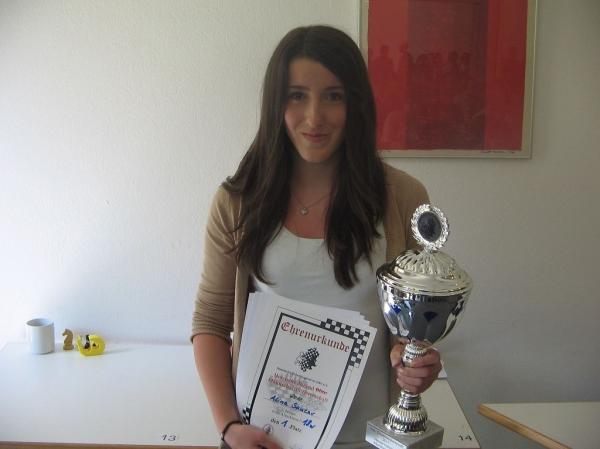 Alina Sancar, Hessenmeisterin & Blitzhessenmeisterin U14-U18w Gesamt